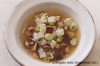 Light Soup of Dried Shiitake Mushrooms and Vegetables