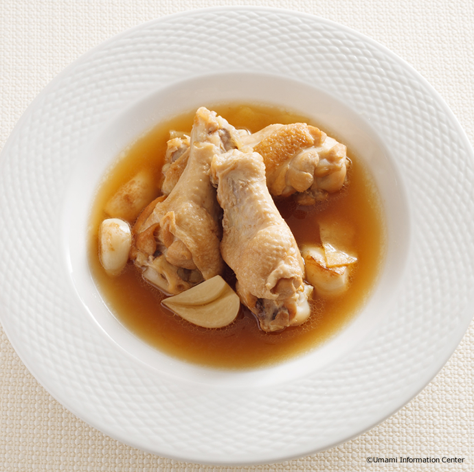 Stewed Chicken Wings and Garlic in Soup Stock with Vinegar